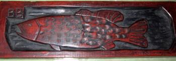 ブラックバスの彫物.JPG